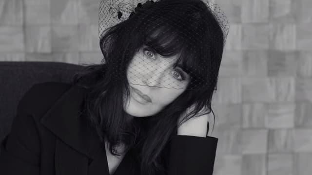 """Isabelle Adjani dans le clip de """"Meet Me By The Gates"""""""