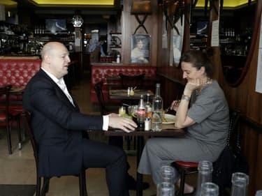 Dans une salle de restaurant à Paris, le 9 juin 2021