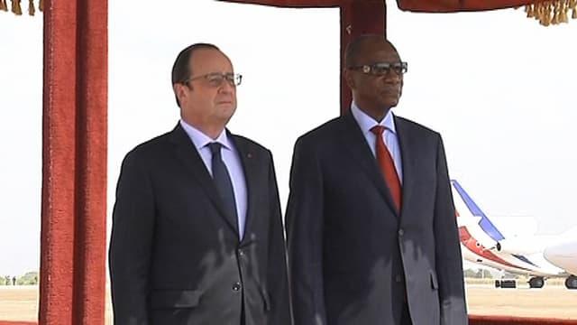Les présidents français et guinéen, à Conakry, le 28 novembre 2014.