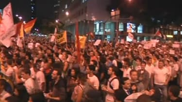 Des milliers de Brésiliens sont descendus dans la rue lundi soir pour protester contre le coût des transports publics et la facture du Mondial 2014