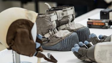Les tenues de Buzz Aldrin et Neil Armstrong, conservées au musée de l'espace de Chantilly, près de Washington.