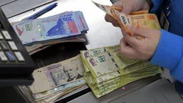 Le gouvernement argentin a imposé dimanche un contrôle des changes aux entreprises et particuliers.