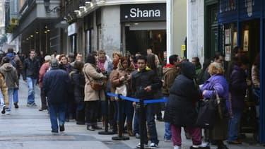 Les Espagnoles font la queue le 18 décembre dernier pour acheter les tickets de loterie