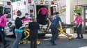 Des victimes sont transportées à l'hôpital, à la suite d'une fusillade en Oregon, aux Etats-Unis.
