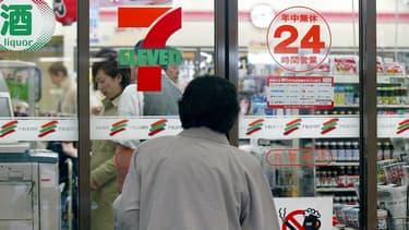 Tout est parti d'une petite boutique de l'ouest du pays, à Higashi-Osaka, et d'un franchisé rebelle qui a décidé de braver l'interdiction de son enseigne, Seven Eleven.