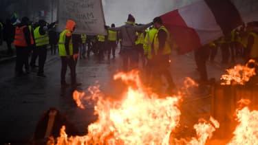 """Après les violences qui ont émaillé les manifestations samedi 1er décembre, plusieurs  personnalités parlent """"d'insurrection""""."""