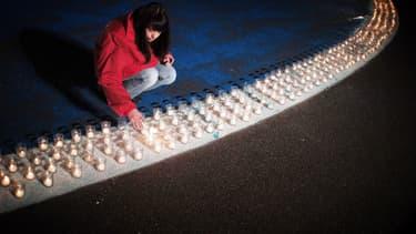 La tradition des lumignons est maintenue à Lyon, malgré l'annulation de la Fête des Lumières (illustration).