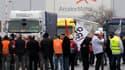 Les salariés d'ArcelorMittal à Florange ont commencé jeudi matin à bloquer la sortie des expéditions de produits. L'action a été décidée par l'intersyndicale CGT, CFDT, FO, CFE-CGC. Un comité d'entreprise à Paris doit officialiser ce jeudi la prolongation