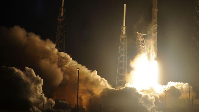 Le lancement de la fusée Falcon 9 de Space X le 10 janvier 2015.