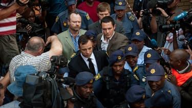 Oscar Pistorius quitte le tribunal de Pretoria, le 12 septembre 2014, après l'énoncé du verdict de la juge Thokozile Masipa.