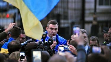L'ex-champion de boxe Vitali Klitschko, ici à Londres le 26 mars, a annoncé le retrait de sa candidature à l'élection présidentielle en Ukraine prévue le 25 mai prochain.