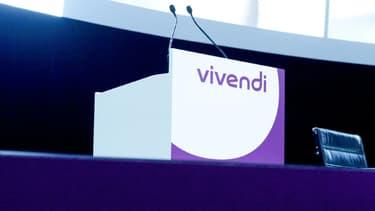 Le logo du groupe Vivendi, durant un meeting général le 19 avril 2018 à Paris