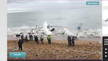 L'avion qui s'est écrasé samedi matin peu après son décollage d'Abidjan.