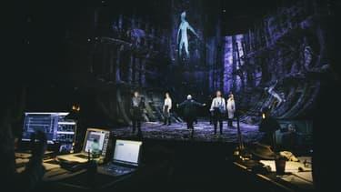 """La pièce """"La Tempête"""" de Shakespeare montée avec les effets spéciaux d'Intel."""