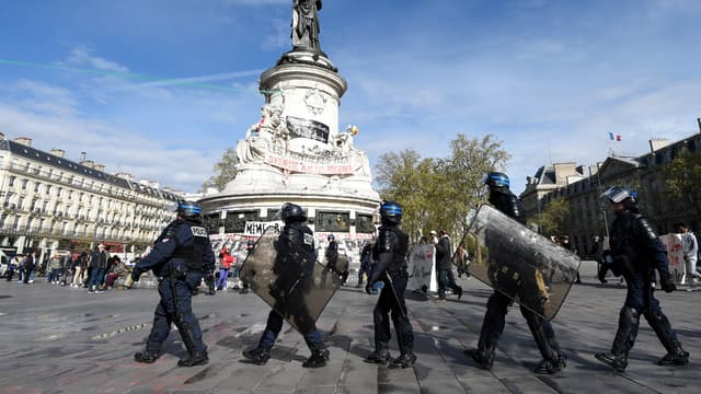 Les policiers manifestant leur ras-le-bol contre la haine anti-flic mercredi place de la République.