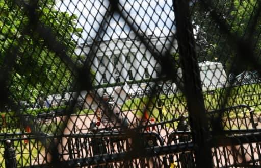 La Maison Blanche, vue derrière plusieurs rangées de grillages, à Washington, le 5 juin 2020