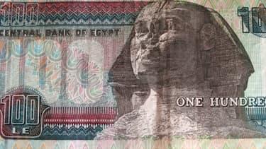 La banque centrale égyptienne ne dispose tout au plus que de trois mois de réserves de changes pour couvrir les importations.
