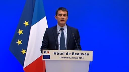 """Manuel Valls a appelé les responsables politiques à """"entendre"""" le message de l'abstention."""