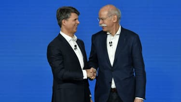 Le patron de BMW Harald Krueger et celui de Daimler Dieter Zetsche avant d'annoncer leur rapprochement dans l'autopartage.