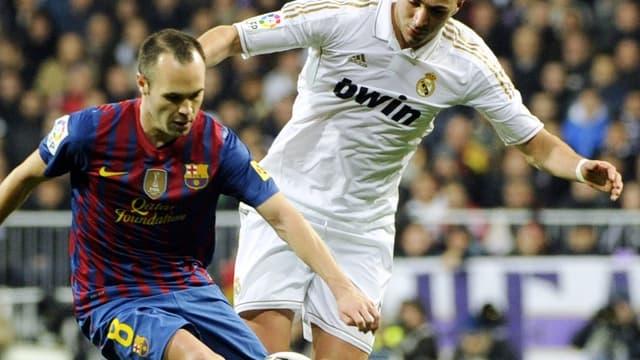 Karim Benzema face à Andres Iniesta