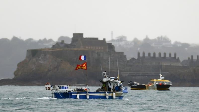 Accès aux eaux de pêche: la France hausse le ton face à Jersey et Guernesey