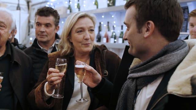 Marine Le Pen et Florian Philippot au marché de Noël des Champs Elysées, en décembre 2014.