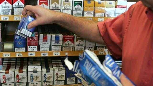 La circulaire limite à 4 cartouches de cigarettes,  200 cigares, 400 cigarillos, 1 kg de tabac à fumer les quantités qu'un particulier peut rapporter d'un pays transfrontalier.