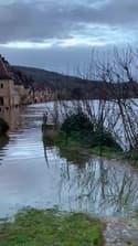 La Roque-Gageac sous les eaux de la Dordogne - Témoins BFMTV