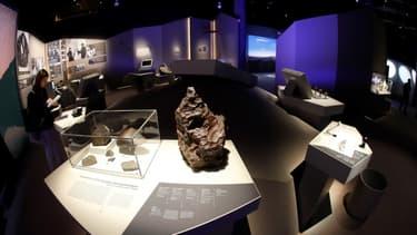 Le Muséum d'Histoire naturelle propose de venir toucher des météorites.