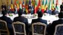 Lors d'un déjeuner de travail au Palais de l'Elysée réunissant 12 chefs d'Etat de l'Afrique francophone subsaharienne, Nicolas Sarkozy a déclaré que la France accorderait les mêmes pensions à ses anciens combattants originaires d'Afrique qu'à leurs homolo