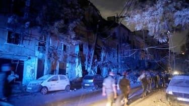 Des soldats libanais sont déployés dans un quartier touché par l'explosion du port de Beyrouth le 4 août 2020