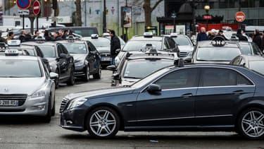 Les taxis se réuniront demain à la porte Maillot dès 5 heures trente puis bloqueront l'un des accès qui mènent à Paris.