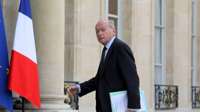 Le Défenseur des droits, Jacques Toubon, arrive à l'Elysée pour une réunion concernant la prévention de la pauvreté chez la jeunesse, le 17 octobre 2019