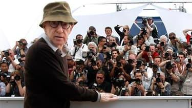"""Woody Allen devait fouler à nouveau le tapis rouge cannois ce samedi pour présenter, hors compétition, sa dernière production, """"You Will Meet a Tall Dark Stranger"""", une comédie douce mais aussi, comme l'implique le titre, amère. /Photo prise le 15 mai 201"""