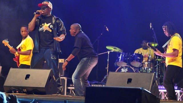 Le groupe Magic System sur scène en Côte d'Ivoire en 2013.