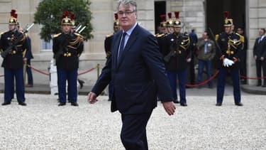 Politique chevronné, adepte du consensus, Jean-Paul Delevoye, ancien ministre de Chirac âgé de 70 ans, a été nommé haut commissaire aux retraites.