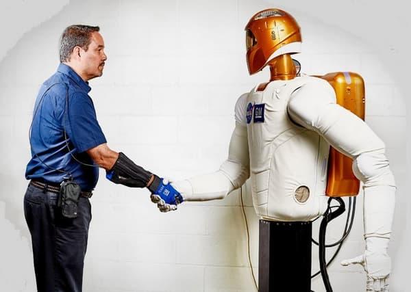 Le RoboGlove reprend des technologies développées pour Robonaut 2, robot humanoïde conçu par la Nasa et la Darpa.