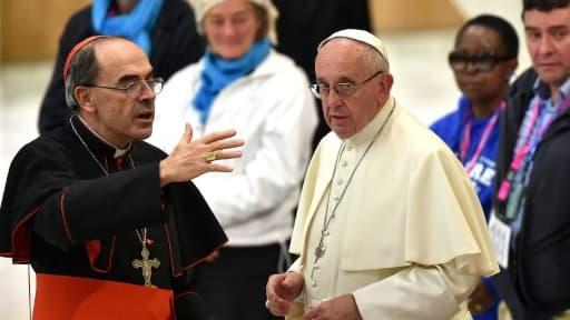 Le cardinal français Philippe Barbarin et le pape François au Vatican le 11 novembre 2016