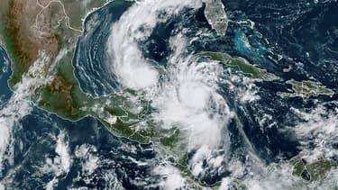 Vue satellite de l'ouragan Delta au dessus de la mer des Caraïbes, dans l'après-midi du 6 octobre 2020.