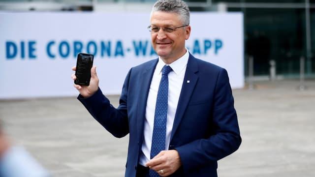 Lothar Wieler, directeur de l'Institut Robert Koch, présente l'application de traçage numérique allemande.