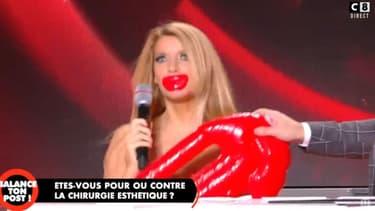 """Le sosie de Pamela Anderson sur le plateau de """"Balance ton post"""""""