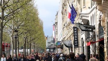 Les plus beaux emplacements des Champs Élysées continuent de se louer à des niveaux record.