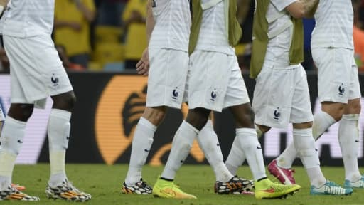 Dans l'équipe de France, Griezman et Giroud ont choisi les baskets Puma (une bleue, une rose), Valbuena et Matuidi Nike (fluo), et Sissoko et Schnedeirlin Adidas (noir et blanc).