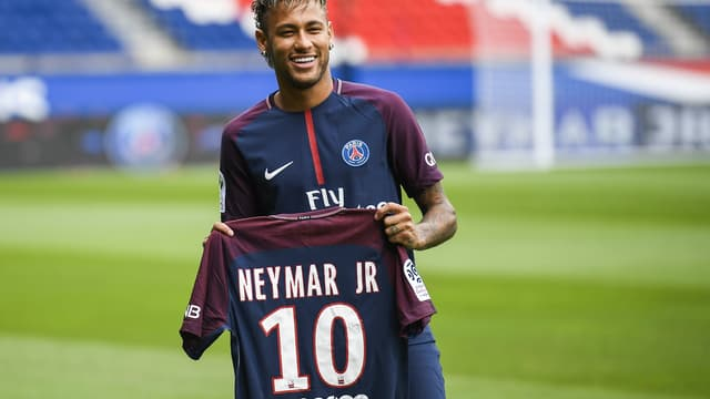 La signature de Neymar au PSG fait grincer des dents les clubs historiques en Europe.