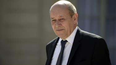"""Le ministre de la Défense Jean-Yves Le Drian a lancé ce mercredi une """"enquête pour compromission"""" du secret-défense - Mercredi 24 Février 2016"""