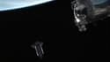 La navette américaine Endeavour a quitté dimanche soir la Station spatiale internationale (ISS) et elle devrait définitivement revenir sur Terre mercredi. /Photo prise le 29 mai 2011/REUTERS/NASA TV