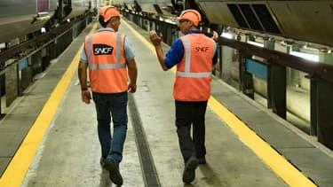 """""""Si le gouvernement prend des engagements clairs"""" pour maintenir le régime spécial de retraite des salariés de la SNCF embauchés sous le statut de cheminot jusqu'au 31 décembre 2019, """"il y aura une levée du préavis et les agents seront au service le 5 décembre"""""""
