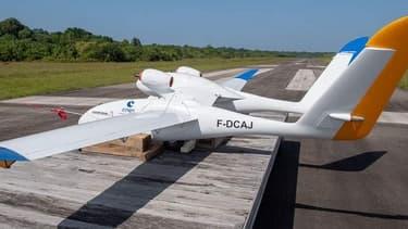 Le drone Eole mis au point par le CNES et l'Onera a réussi le largage d'une maquette de lanceur de satellites, lors de tests effectués au centre spatial guyanais de Kourou.