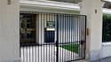 L'entrée du domicile de Françoise Meyers-Bettencourt à Neuilly-sur-Seine (Hauts-de-Seine). La police a perquisitionné mercredi le logement de la fille de l'héritière de L'Oréal Liliane Bettencourt, dans le cadre de l'enquête pour atteinte à la vie privée