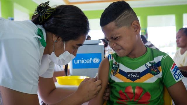 Campagne de vaccination contre la rougeole sur les îles Samoa, le 4 décembre 2019